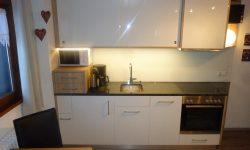 Küchenzeile mit Steinplatte