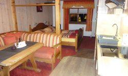 Sitzecke mit Blick zum Doppelbett