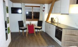 Blick vom Doppelbett in Küche - Wohnraum